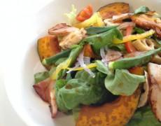 新メニュー「厚切りベーコンと根菜のサラダ」
