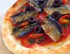 新メニュー「燻製さんまのマリナーラピザ」