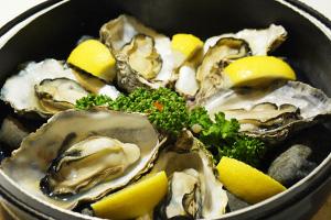 牡蠣の石焼き(広島・大野浦産)